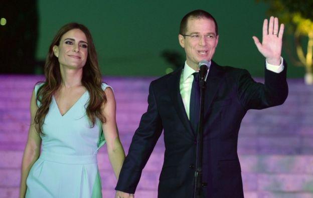 Ricardo Anaya y su esposa.