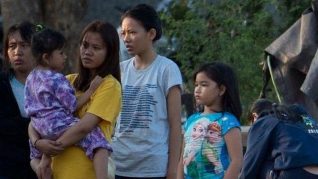 عدد من السكان في بالو يعيشون الآن في العراء منذ وقوع الززال.