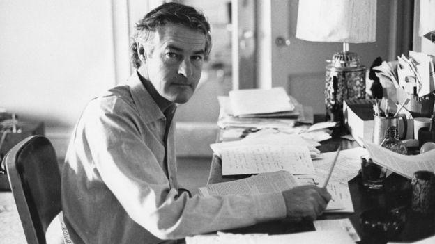 """En los años 60, el psicólogo de la universidad de Harvard Timothy Leary pasó de ser considerado un respetado académico a ser desestimado como un """"abogado"""" de las drogas psicodélicas. Foto: Getty Images"""