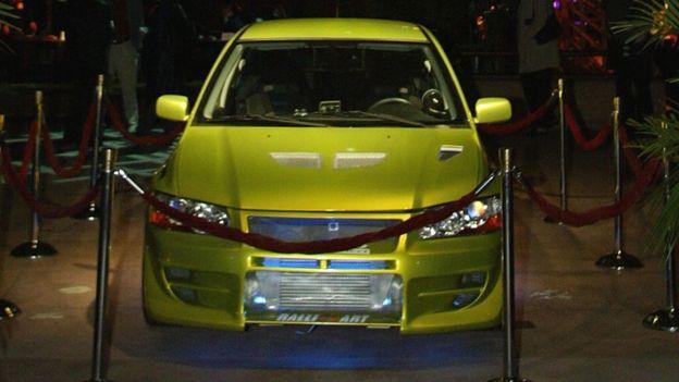 Auto de lujo usado en la segunda película