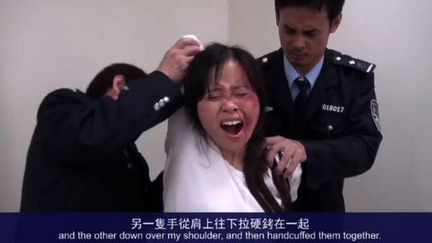 mujer torturada