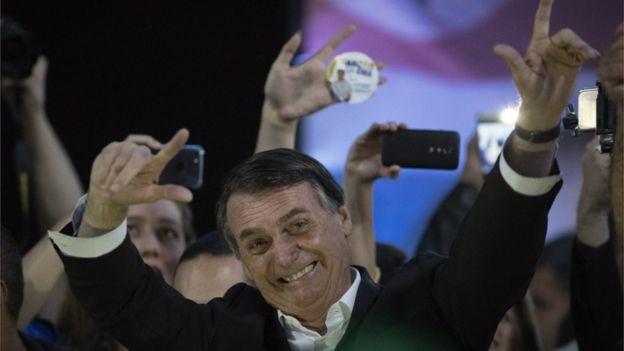 Convenção do Partido Social Liberal (PSL), no Rio de Janeiro, oficializa a candidatura do deputado federal Jair Bolsonaro à Presidência da República