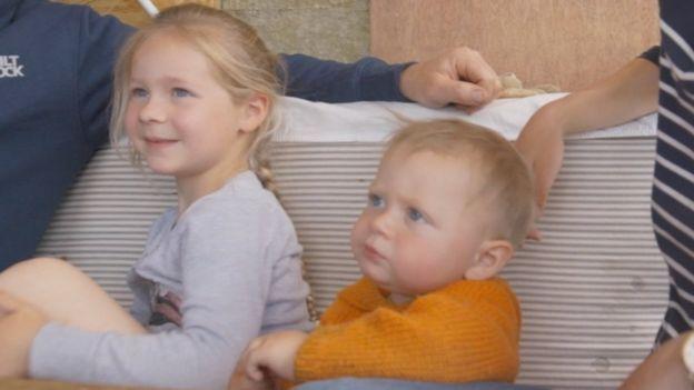 Elsa y Billy, hijos de la pareja.