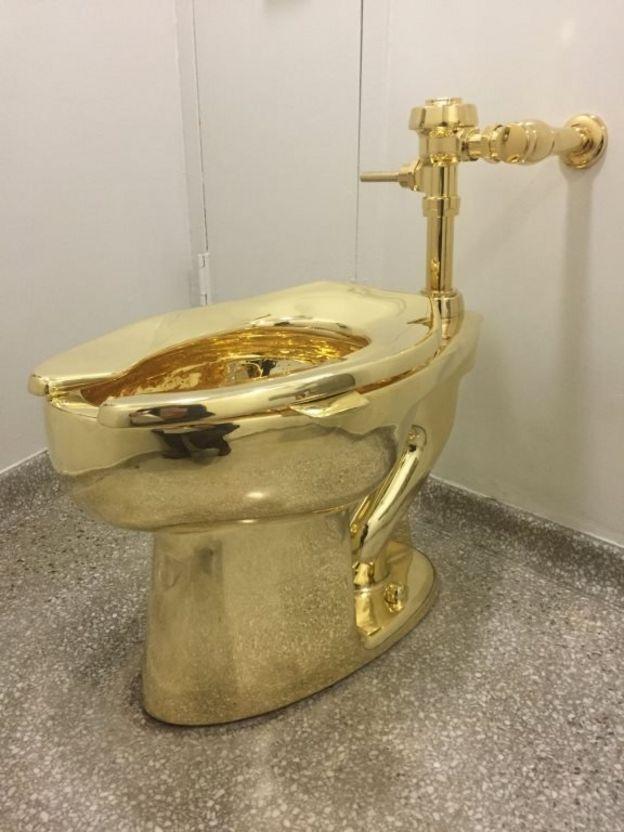 توالت فرنگی طلایی