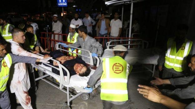 امدادگران مجروحان را به مراکز درمانی کابل منتقل کردند