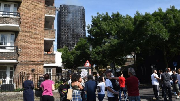May ordena investigación pública sobre incendio de edificio en Londres