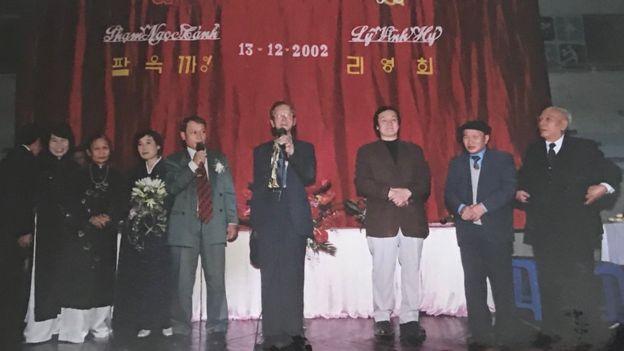 Bà Lý Vĩnh Hỷ và ông Phạm Ngọc Cảnh tại đám cưới tại Hà Nội năm 2002