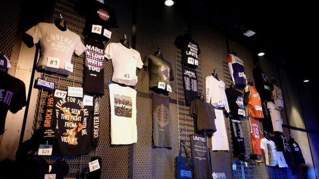 Camisetas con el logo de Hillsong y Mack Brock