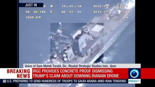 در تصاویری که سپاه پخش کرده یک کشتی جنگی دیده میشود