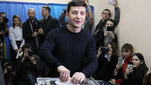 Zelenskv votando