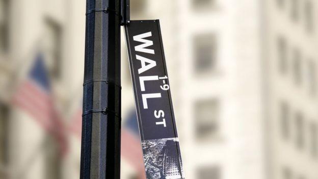 Placa de Wall Street caída