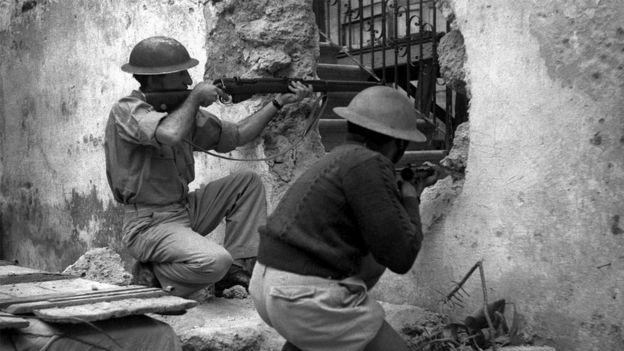 ديسمبر 1947: يهود مسلحون بتبادلون إطلاق النار مع فلسطينيين