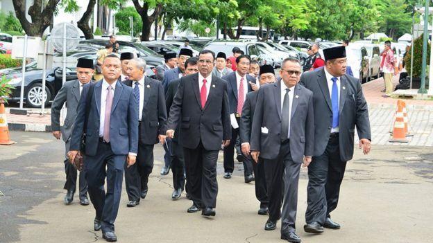 M. Taufik (kedua dari kanan) bersama anggota DPRD Jakarta lainnya.