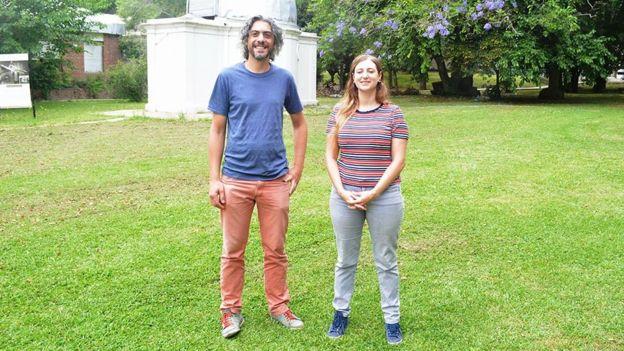 Os astrônomos Gastón Folatelli e Melina Bersten