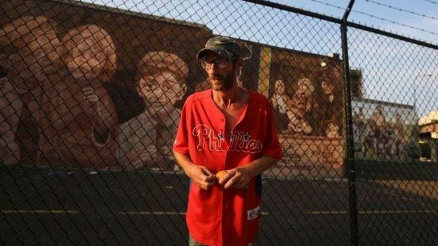 استمر بوبيت، الذي التقطت له هذه الصورة في وقت سابق من شهر أغسطس/آب، في تناول المخدرات