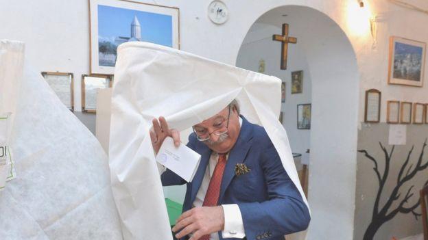Григол Вашадзе на избирательном участке