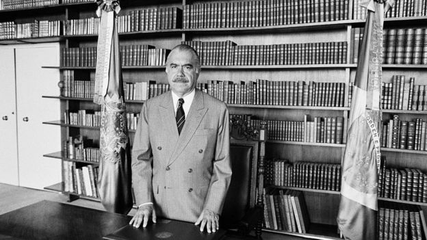 Durante su gobierno, José Sarney tuvo que declarar la cesación de pagos de la deuda externa de Brasil.