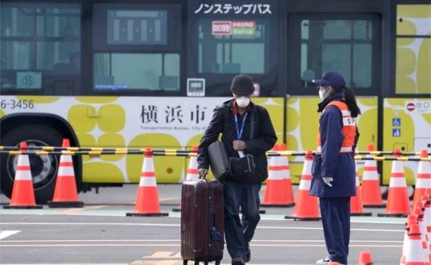 A passenger of the Diamond Princess cruise ship leaves the Daikoku Pier Cruise Terminal in Yokohama, south of Tokyo, Japan, 19 February 2020.