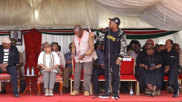 Gavana huyo akihutubu wakati wa sherehe ya kupanda miti 12 Mei eneo shule ya Moi Forces, Mathare jijini Nairobi