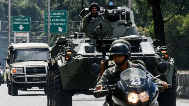 Fuerzas armadas de Venezuela en calles de Caracas