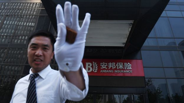 """中國保監會今年2月指安邦集團""""存在違反法律法規的經營行為"""",決定接管安邦,為期一年。"""