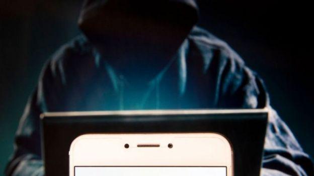 ডিজিটাল ডিভাইসে এক ইসরায়েলি কোম্পানির তৈরি এমন একটি স্পাইওয়্যার ঢুকিয়ে দিচ্ছে হ্যাকাররা
