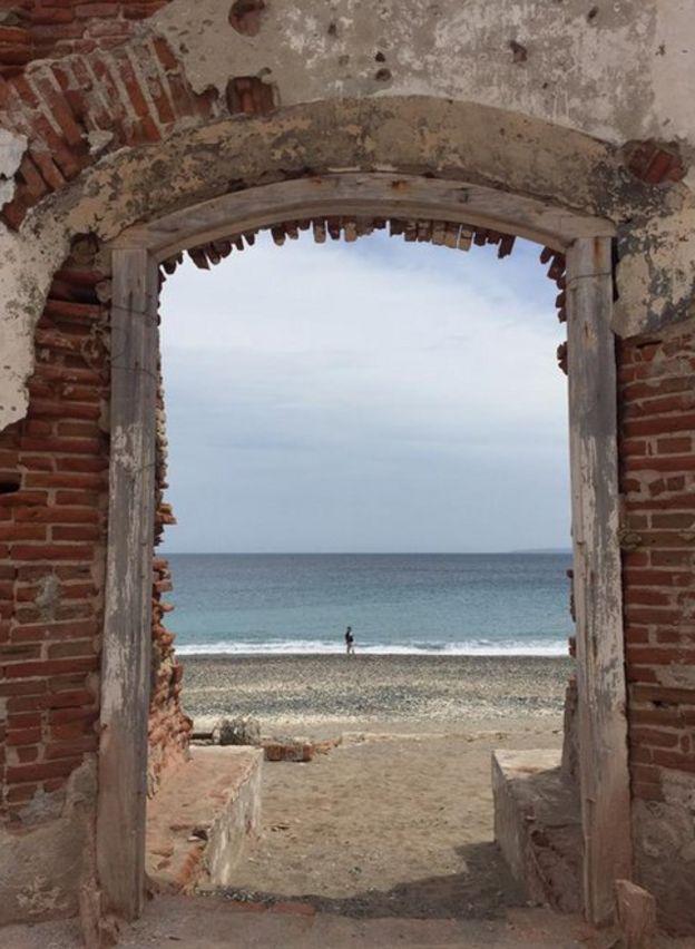 Una puerta que da al mar.