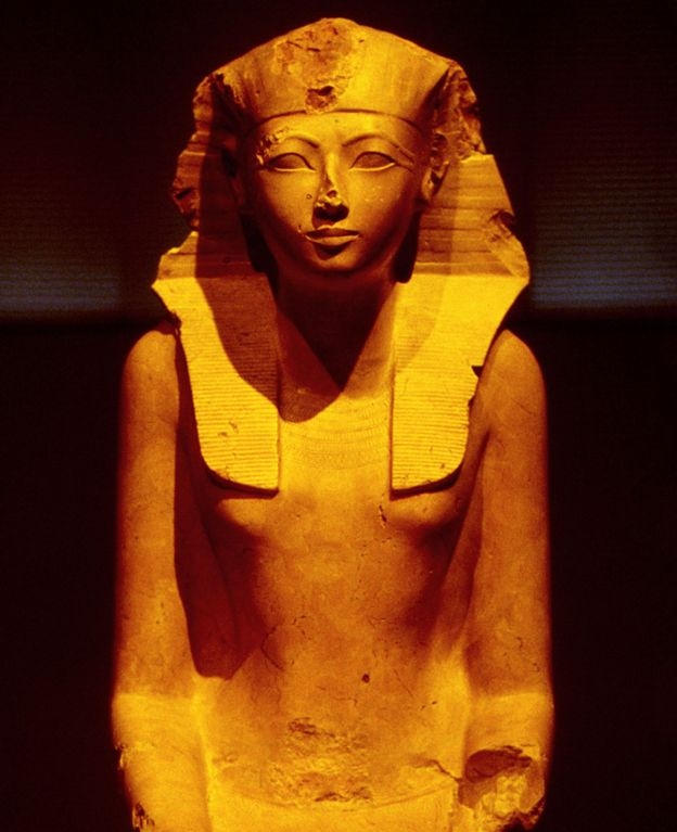 Estatua de Hatshepsut arrodillada