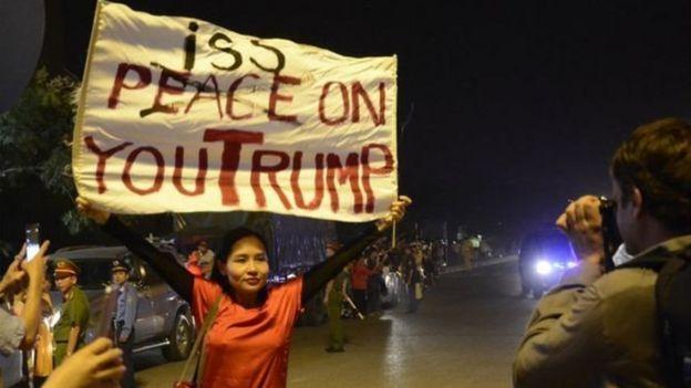 Ca sỹ Mai Khôi phản đối chuyến đi Việt Nam của ông Trump tháng 11/2017