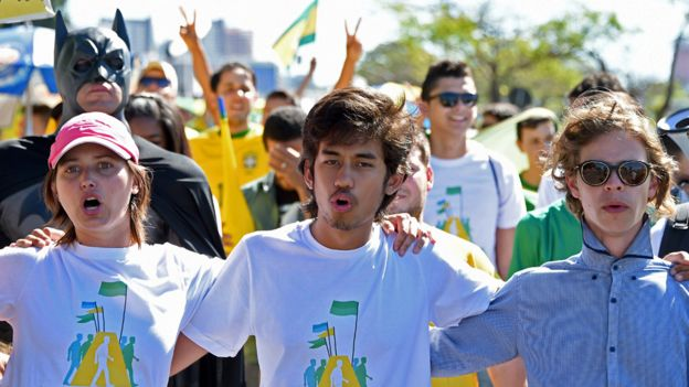 Kim Kataguiri (centre), leader of the Free Brazil Movement takes part in a march in 2015