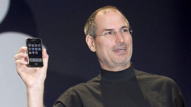 Steve Jobs presenta el iPhone