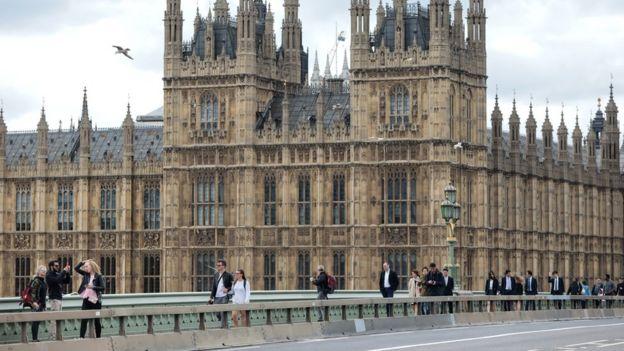 Westminster köprüsündeki engeller