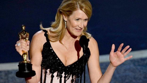 """Laura Dern fue reconocida con su primer Oscar por su trabajo en """"Marriage Story""""."""