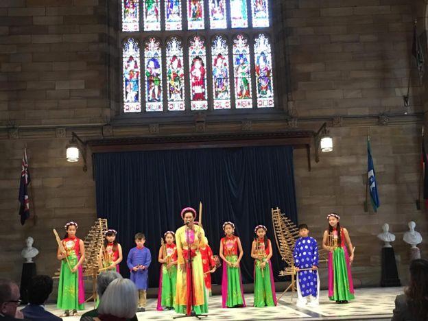 Ban nhạc của trường Việt ngữ Inner West biểu diễn tại Đại học Sydney