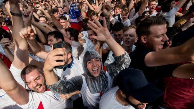احتفالات المشجعين الانجليز في لندن بعد المباراة