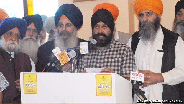 Sikh council plea to halt mixed-faith wedding protests - BBC
