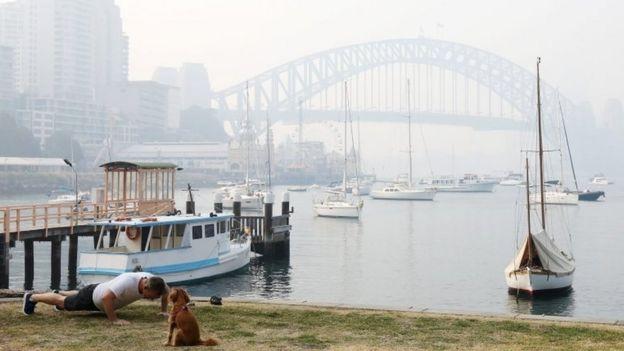 سیدنی این هفته برای دومین بار زیر لایه از دود پنهان شد