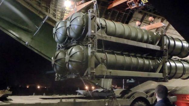 Misiles antiaéreos S-300 rusos entregados a Rusia.