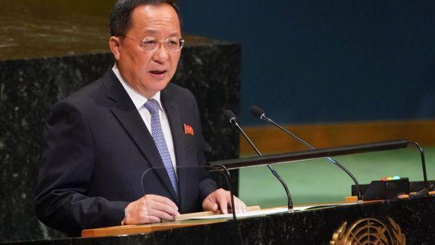 李勇浩批評,朝鮮已經釋出大量善意,包括停止核試及試射導彈,卻得不到美方的相等回應。