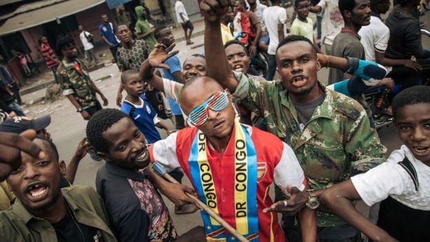 Wafuasi wakimsubiri Bemba awasili mjini Kinshasa Jumapili