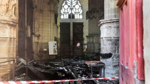 Собор святых Петра и Павла после пожара