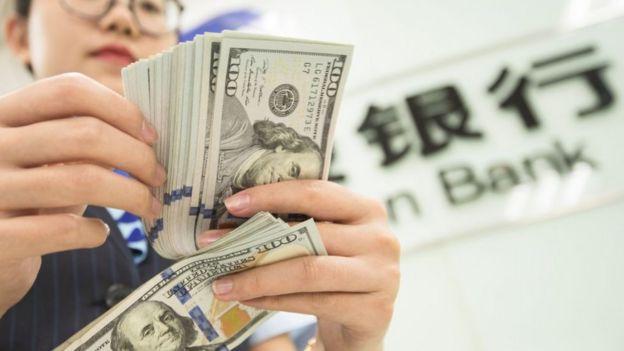 Resultado de imagem para dolar em queda