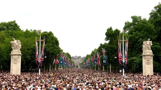 Thousands of people on The Mall for the flypast