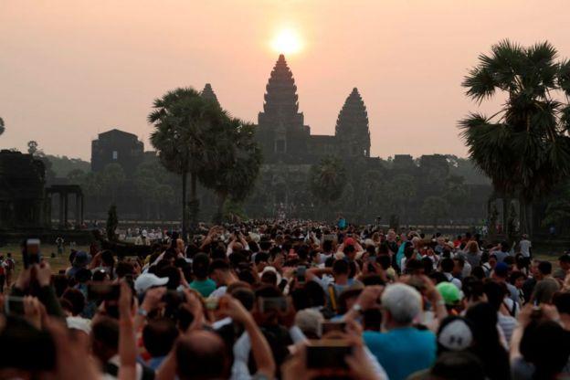 Matahari terbit di Angkor Wat, Siem Reap, Kamboja.