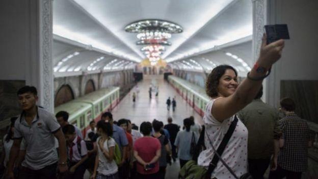 Mỗi năm có khoảng 5000 khách du lịch phương Tây đến Bắc Hàn.