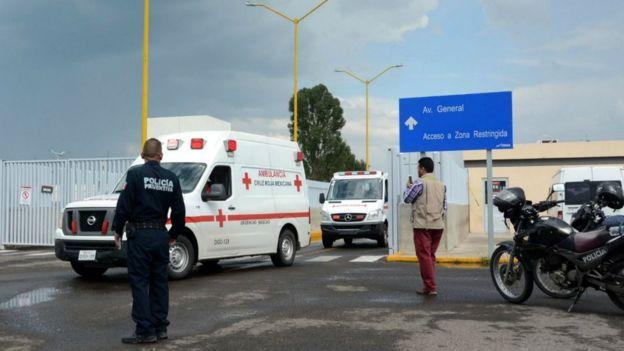 Decenas de pasajeros fueron llevados a hospitales en Durango.