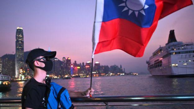 香港示威者多次在抗议时高举台湾的旗帜。
