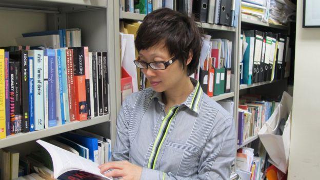 Professor Day Wong reads books