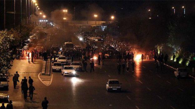 خبرگزاری فارس در گزارشی مفصل به انتشار تصاویر و ویدئوهایی از اعتراضات در نقاط مختلف پرداخته
