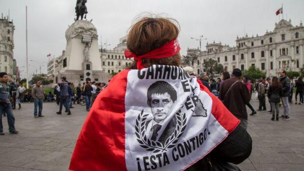Bandera en apoyo a Martín Vizcarra